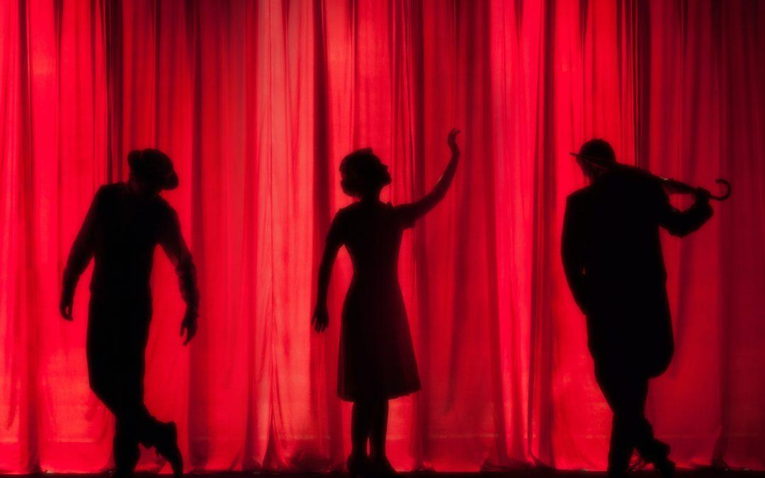Comment choisir entre des cours de théâtre ou de prise de parole en public ?