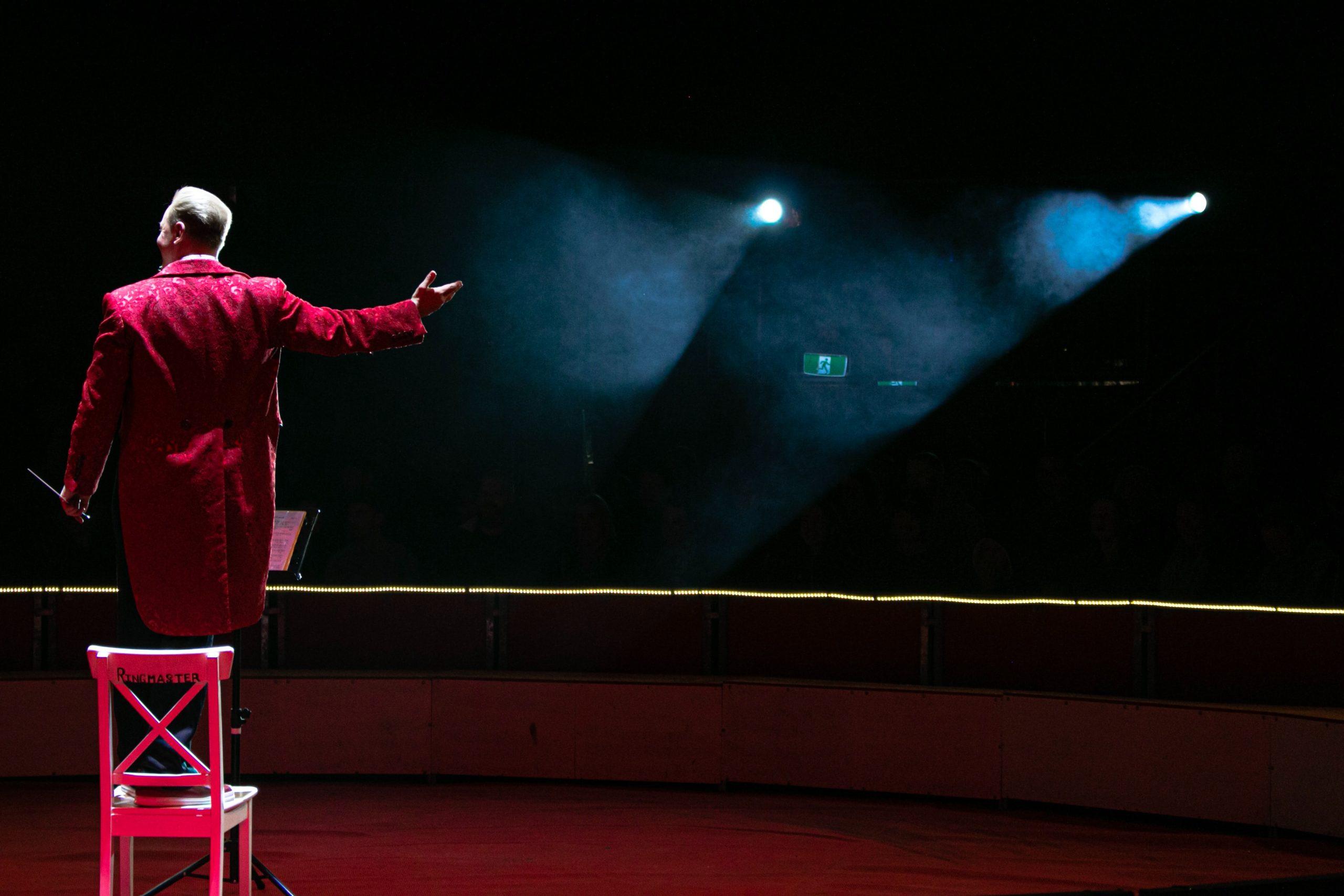 Homme sur scène